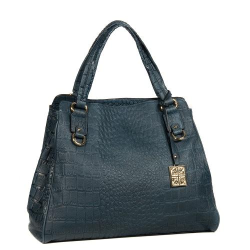 Из года в год подиумах модных домов появляется большое количество сумок новых моделей.